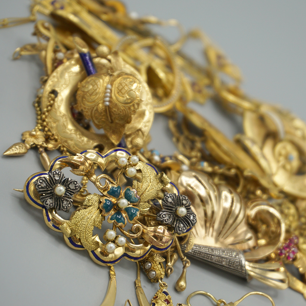 We Sell Antique Jewelery